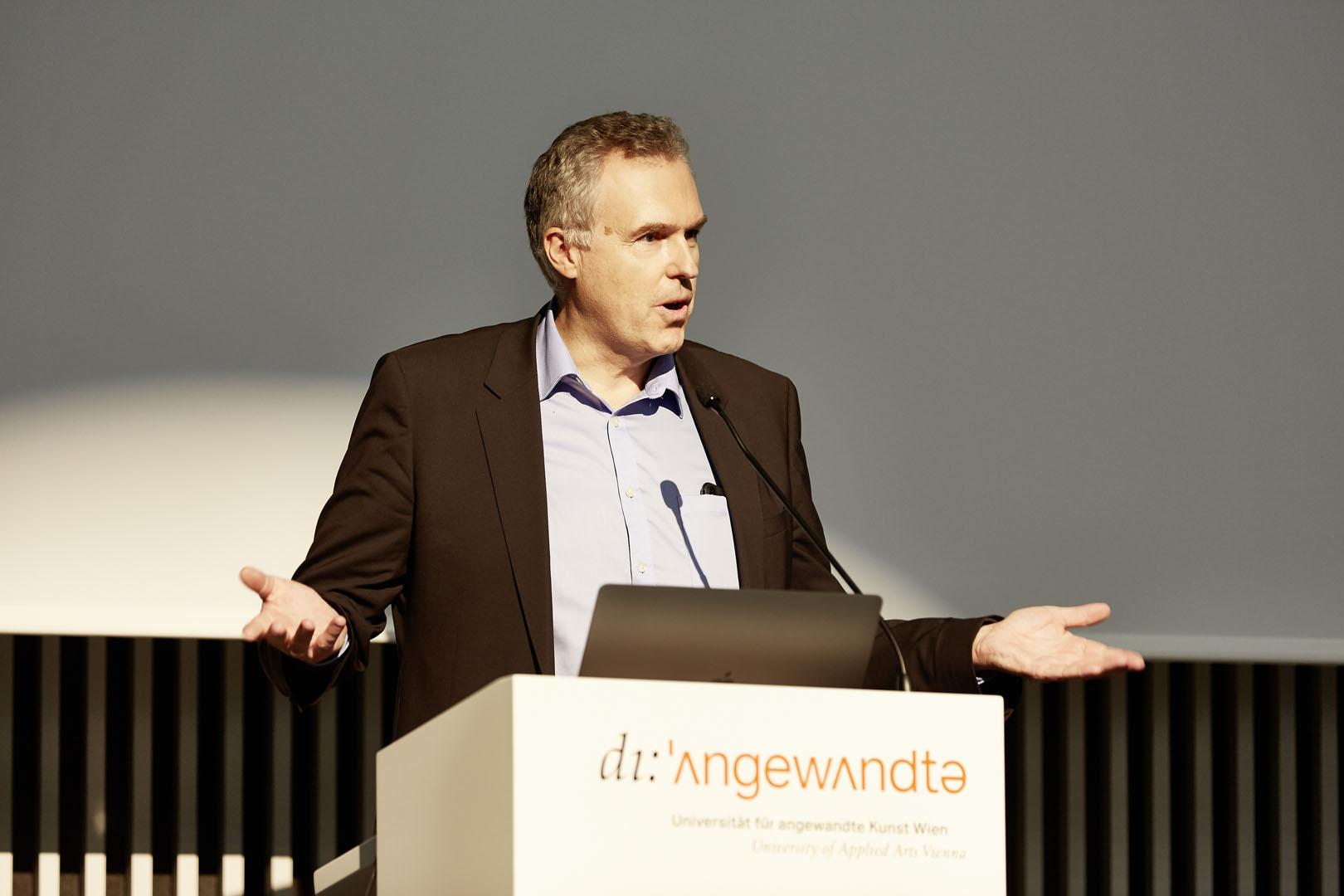 Dirketor des MAK Christoph Thun-Hohenstein leitet ein